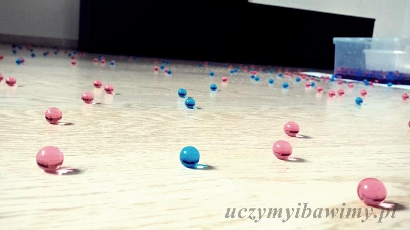 hydrożelowe kulki - podłoga - sprzątanie