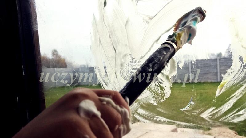 Malowanie piankę do golenia za pomocą pędzla