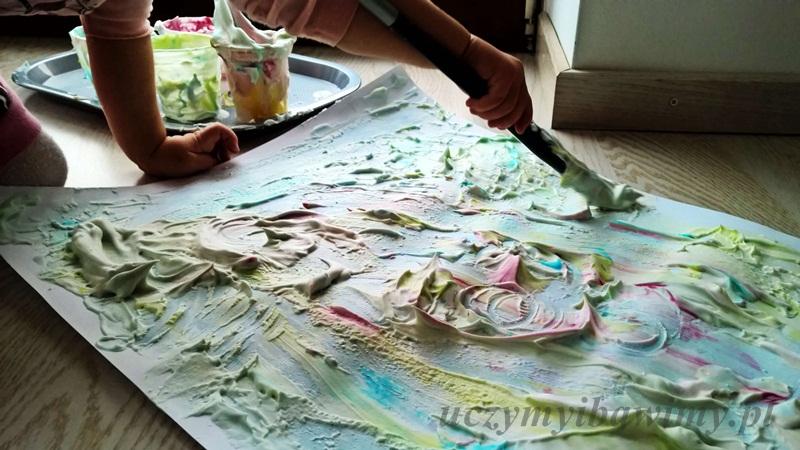 Malowanie pianką do golenia po kartonie
