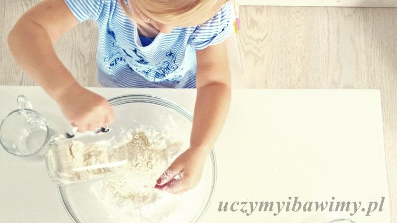 Masa solna - mieszanie składników