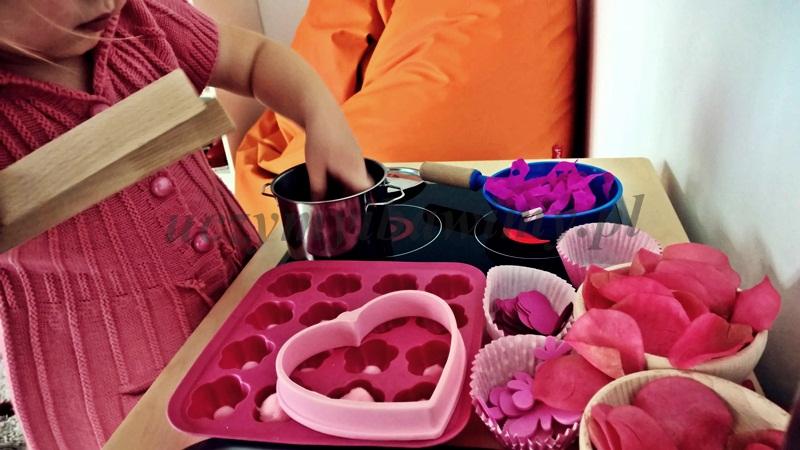 Zabawa w gotowanie - dziecko
