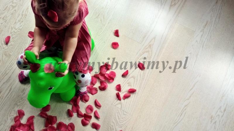 Zabawa z małym dzieckiem