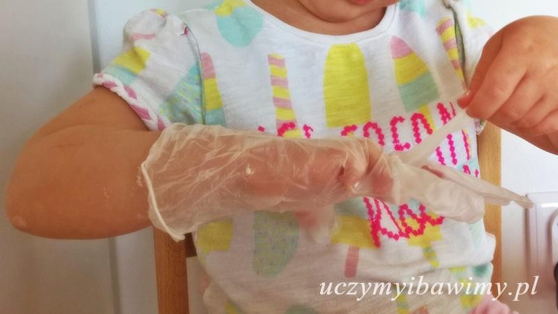 zakładanie rękawiczek